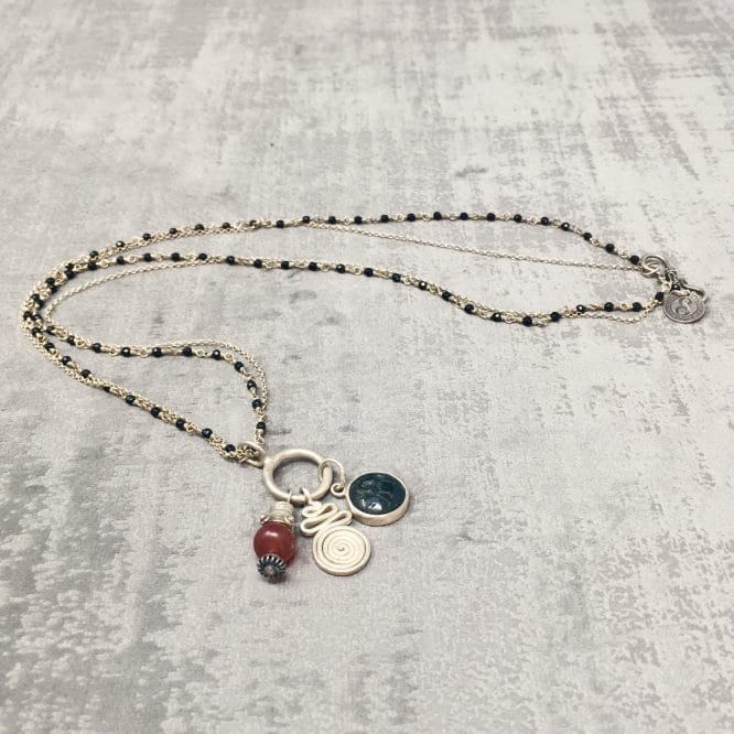 Collier amulettes Cornaline 55cm