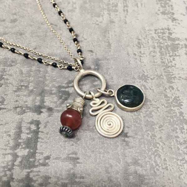 Collier amulettes Cornaline 55cm zoom