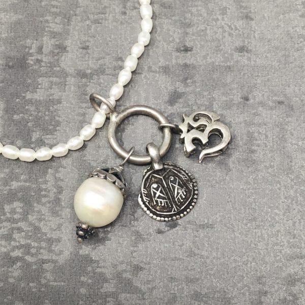 Collier amulettes Perle 40cm zoom